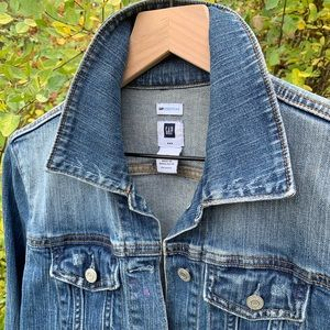 GAP Women's faded blue denim crop jacket w/stretch